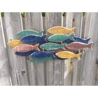 Banc de poissons mural en bois peint
