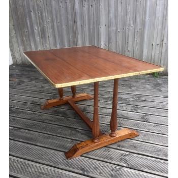 https://www.marie-galante-benodet.com/1916-thickbox_default/table-de-carre-a-rabats-acajou.jpg