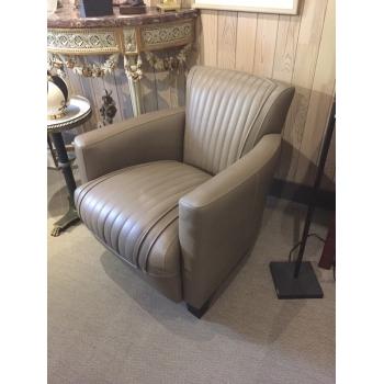 https://www.marie-galante-benodet.com/2136-thickbox_default/fauteuil-club-sport-benodet-cuir-gris.jpg