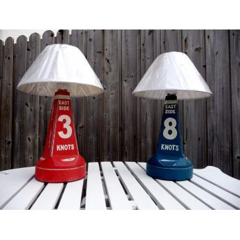 https://www.marie-galante-benodet.com/334-thickbox_default/paire-de-lampes-balises-bois-rouge-et-bleue.jpg