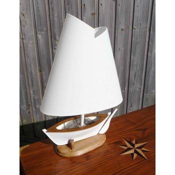 https://www.marie-galante-benodet.com/340-thickbox_default/lampe-marine-bateau.jpg