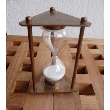 http://www.marie-galante-benodet.com/73-thickbox_default/sablier-laiton-antique-9-cm.jpg