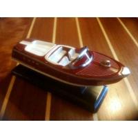 maquette de canot à moteur style riva