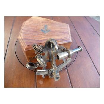 http://www.marie-galante-benodet.com/871-thickbox_default/sextant-laiton-kelvin-en-coffret-palissandre.jpg